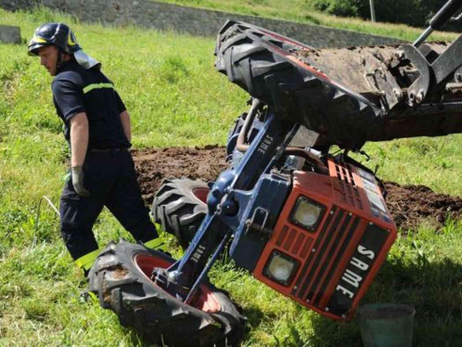 Uomo perde la vita schiacciato dal proprio trattore in c.da Belice di Mare