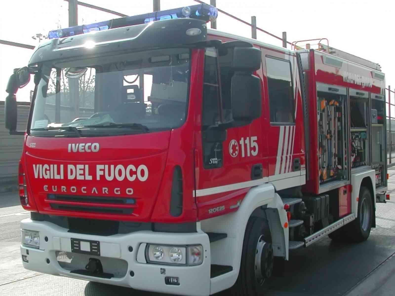 Menfi. Incidente in via Roma, Punto finisce su colonnina del gas. Evacuati i residenti