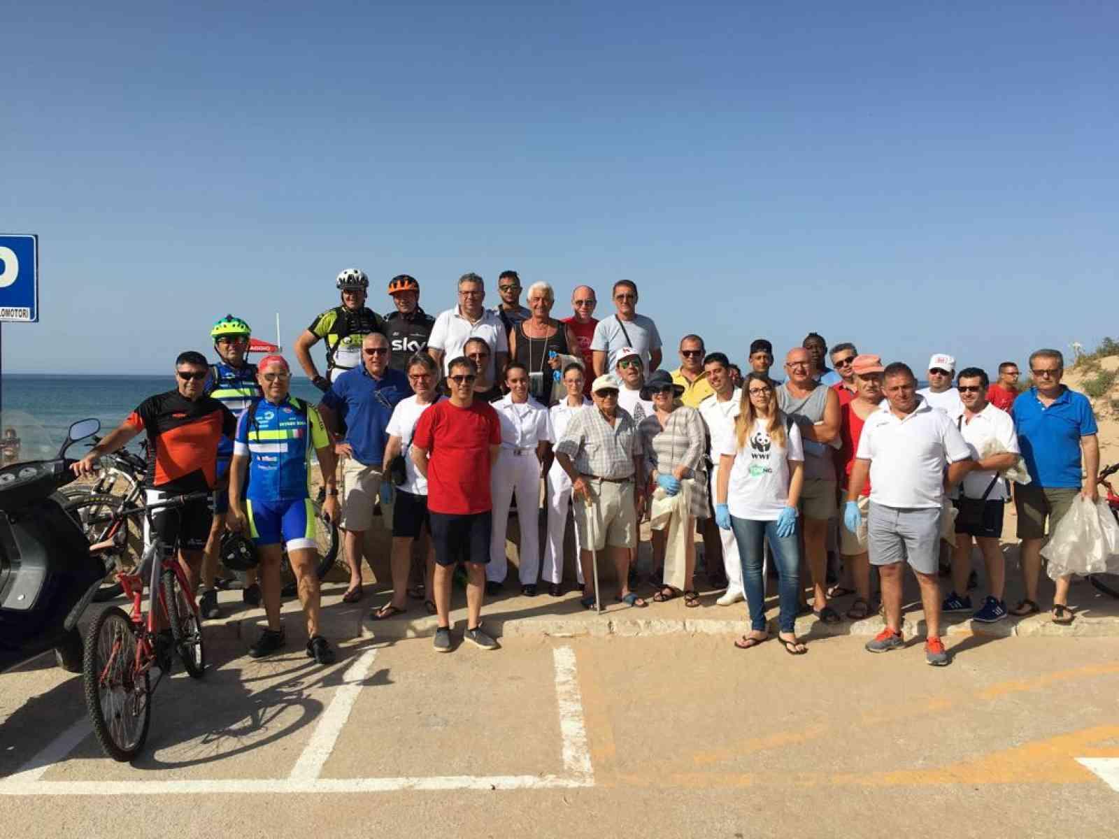 Immagine articolo: Menfi, successo per la seconda Giornata ecologica a Lido Fiori. Oltre trenta sacchi di plastica e vetro rimossi da Comune e tanti volontari