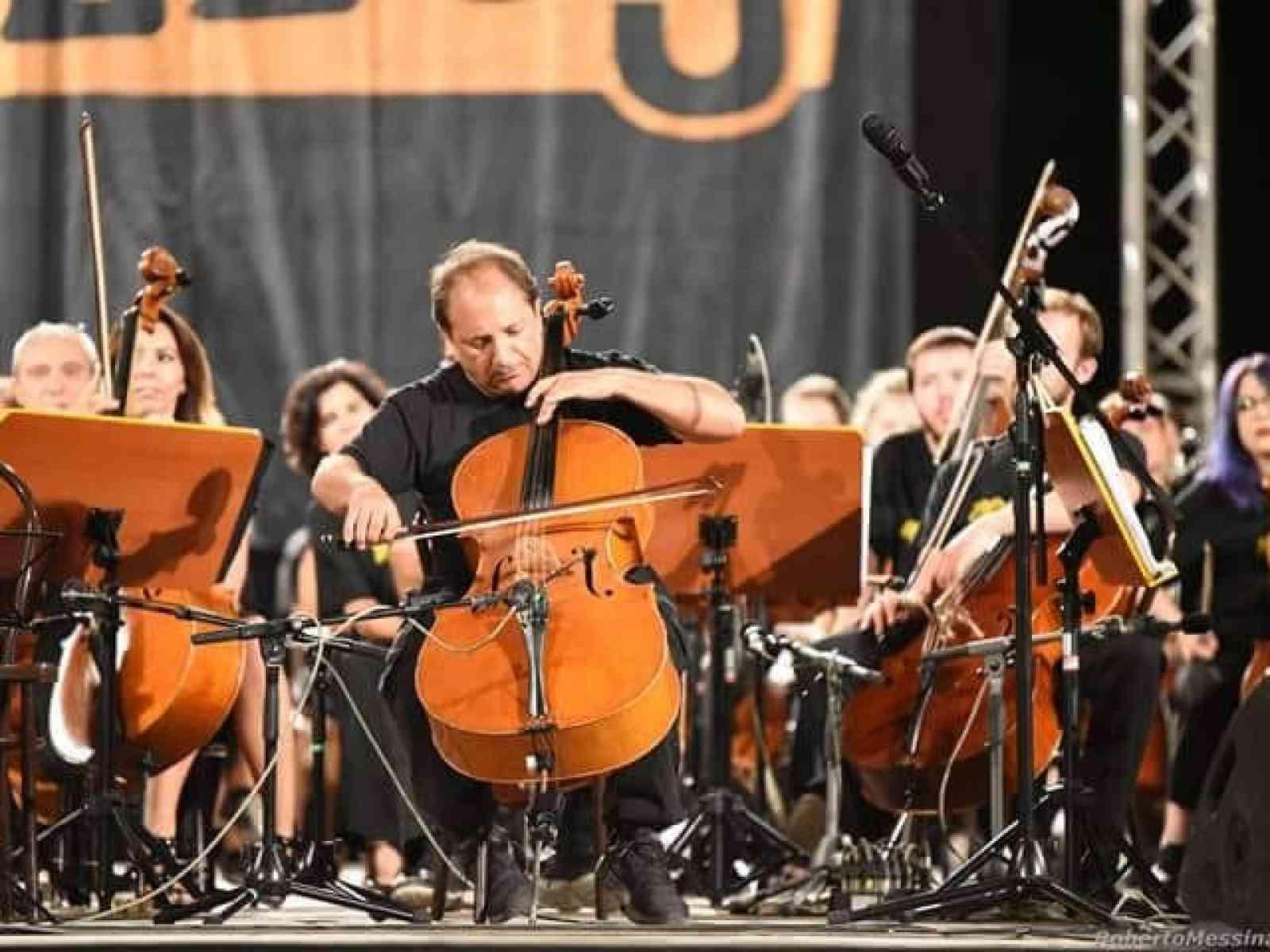 """Immagine articolo: Quando il violoncello è passione, lavoro e vita. Intervista al menfitano Mauro Cottone: """"Una grande emozione essere stato selezionato per i '100 Cellos'"""""""