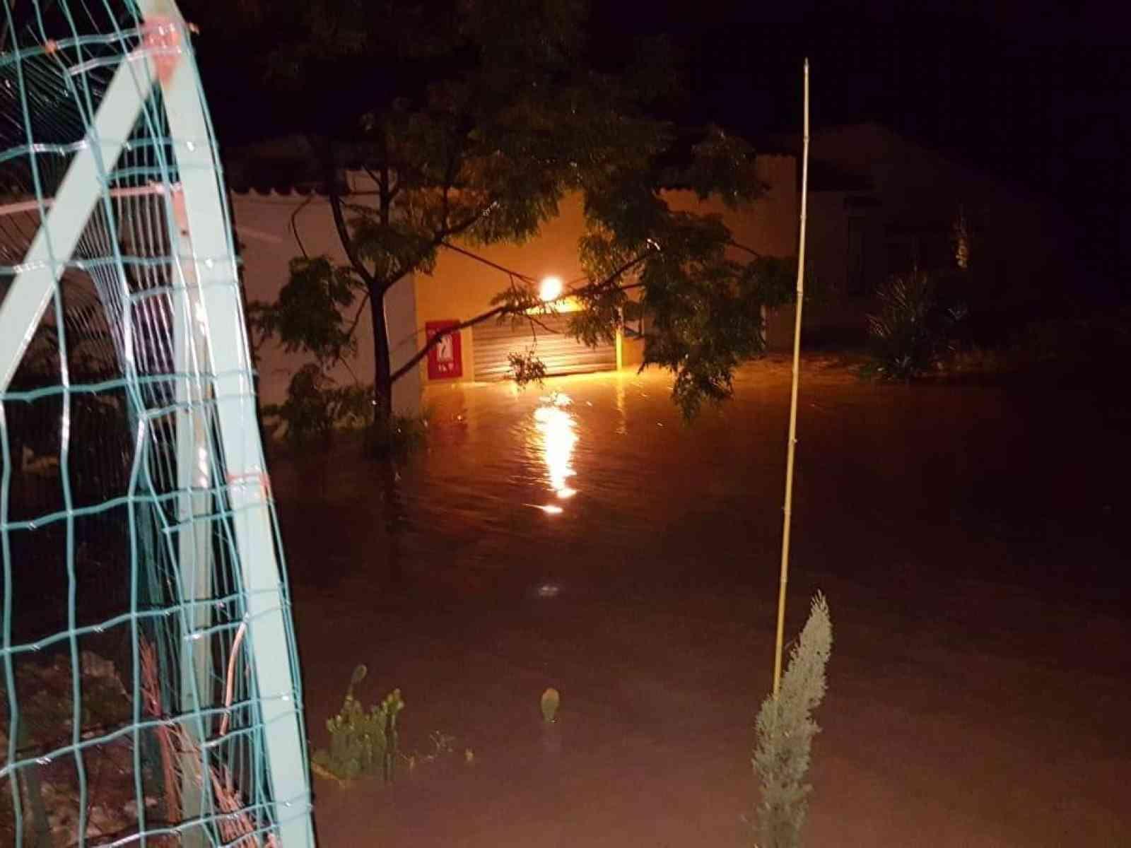 Immagine articolo: Montevago. Terme Acquapia allagate, i vigili del fuoco mettono in salvo 14 persone