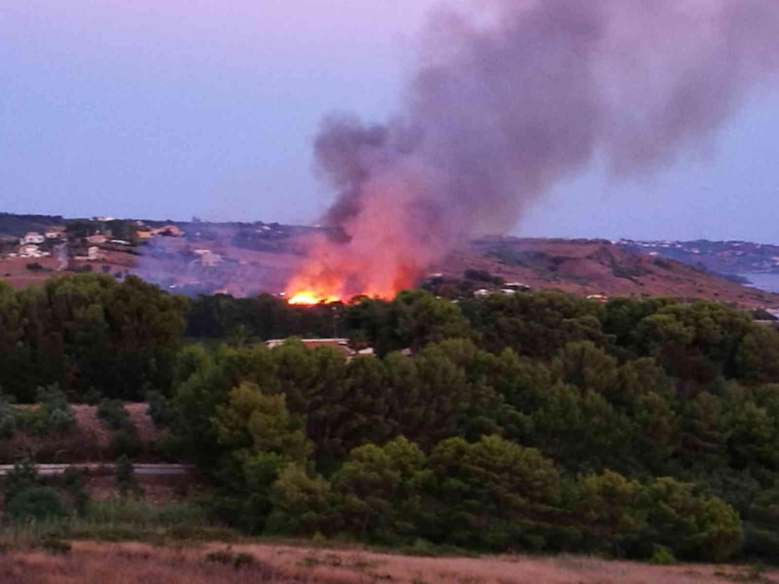 Immagine articolo: Menfi. Al via lotta incendi. Emessa ordinanza decespugliamento e fasce parafuoco