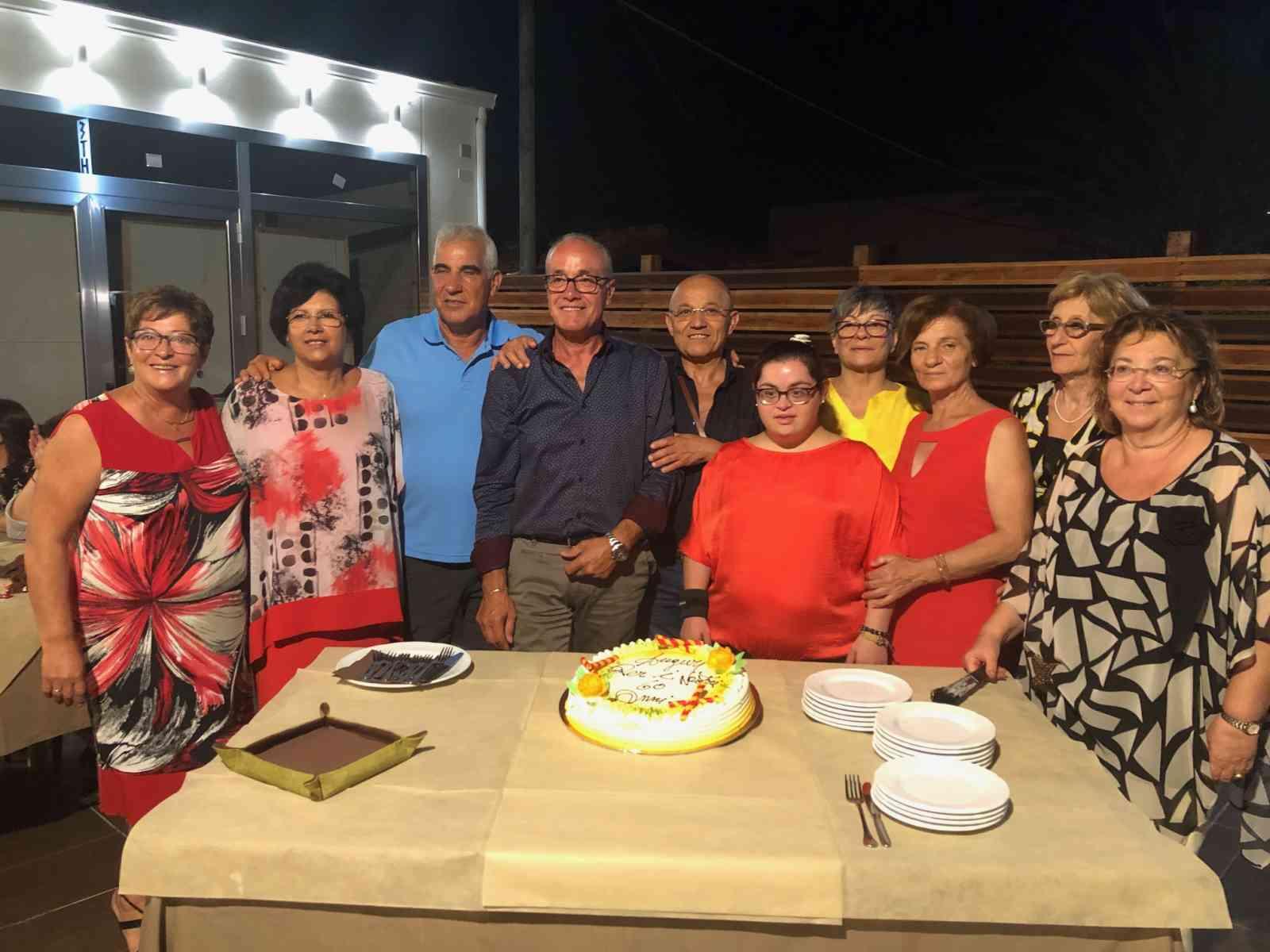 Immagine articolo: Salaparuta.  Rimpatriata tra amici paesani nati nel 1959 per festeggiare i 60 anni