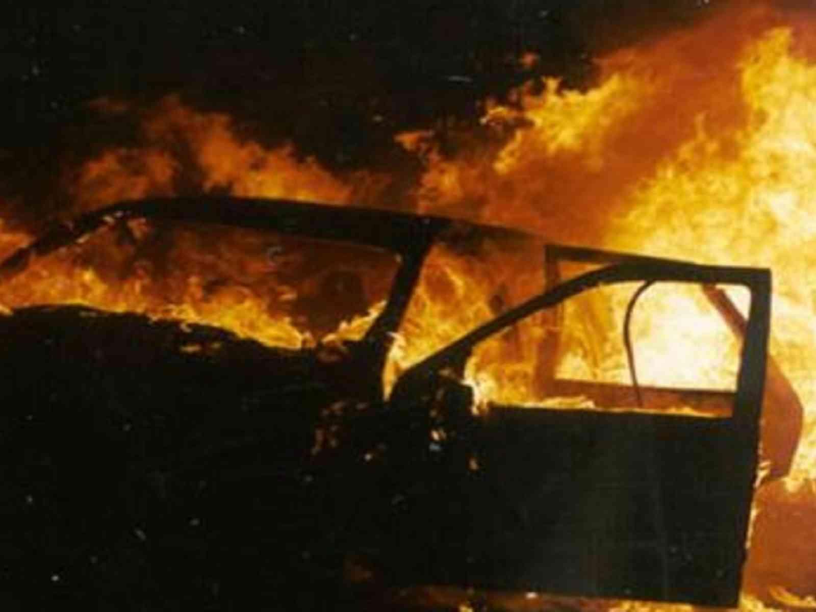 Immagine articolo: Atto indimidatorio nei confronti di un Assessore, bruciata la sua auto: la dura replica del Sindaco Valenti