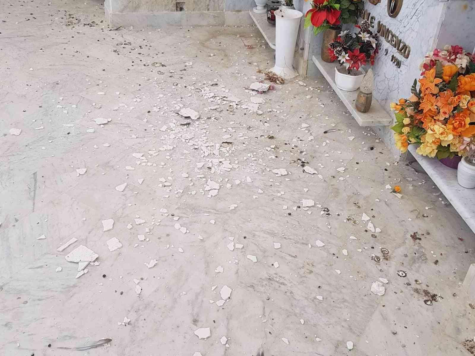 """Immagine articolo: Montevago, cadono calcinacci all'interno del cimitero. L'appello dei cittadini: """"Si intervenga prima che succeda qualcosa"""""""