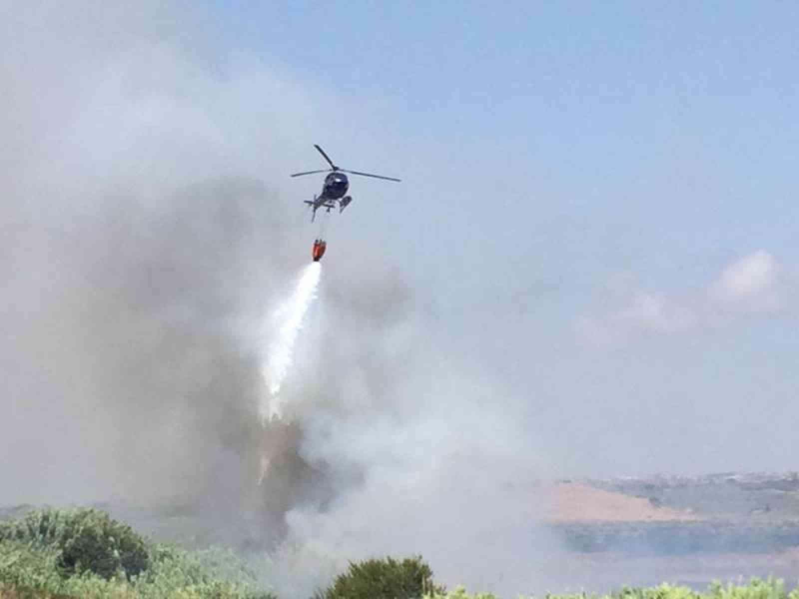 Immagine articolo: Beni culturali, Selinunte: Canadair per spegnere le fiamme dentro il Parco Archeologico