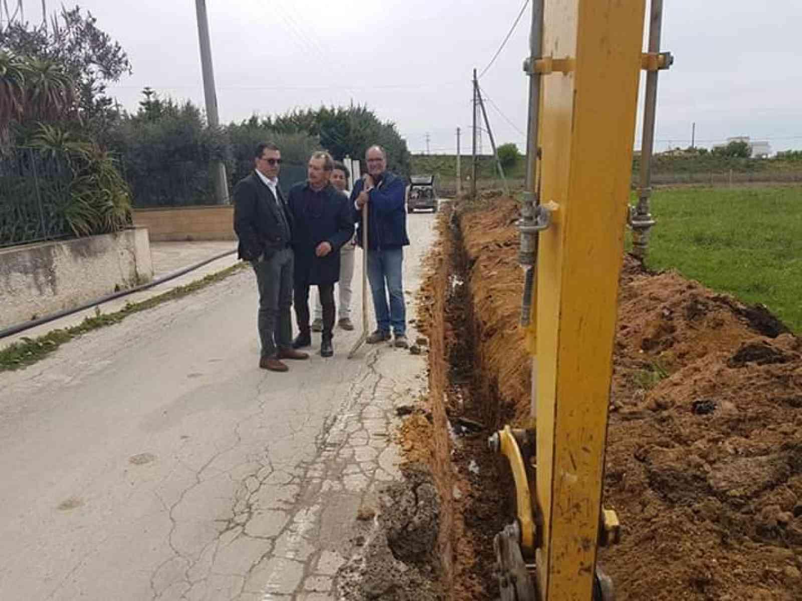 """Immagine articolo: Menfi. Lavori alla condotta idrica in via Pantelleria.  Dopo 5 anni di disagi, il vice sindaco Viviani: """"Problema risolto"""""""