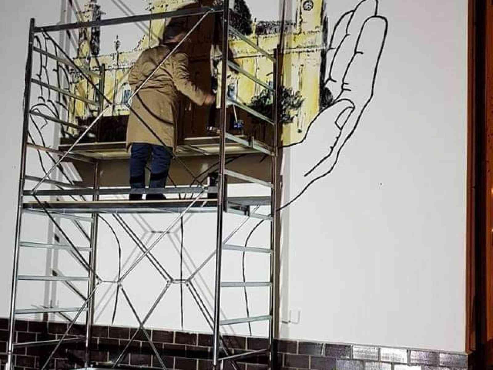 """Immagine articolo: Montevago, inizia a prendere forma il progetto """"Cabine d'arte"""". Murales per ripercorre storia, tradizioni, prodotti tipici del territorio"""