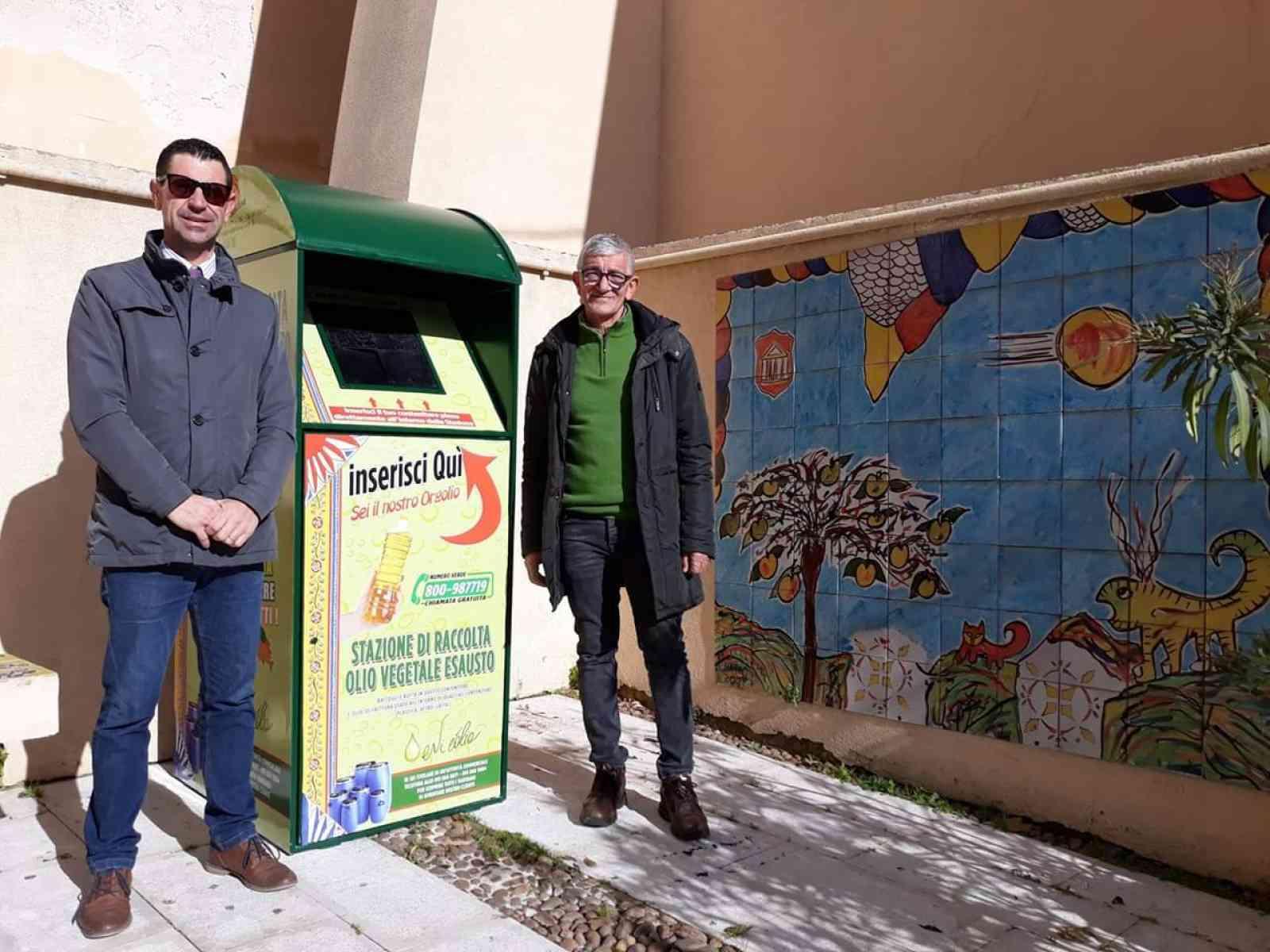 Immagine articolo: Calatafimi, collocati due contenitori per la raccolta dell'olio domestico usato