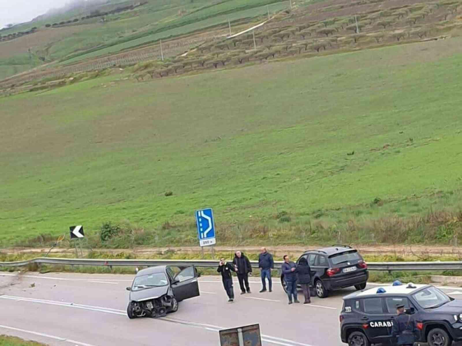 Immagine articolo: Bivio Gulfa. Incidente stradale sulla fondovalle Sciacca Palermo. Sul posto i Carabinieri