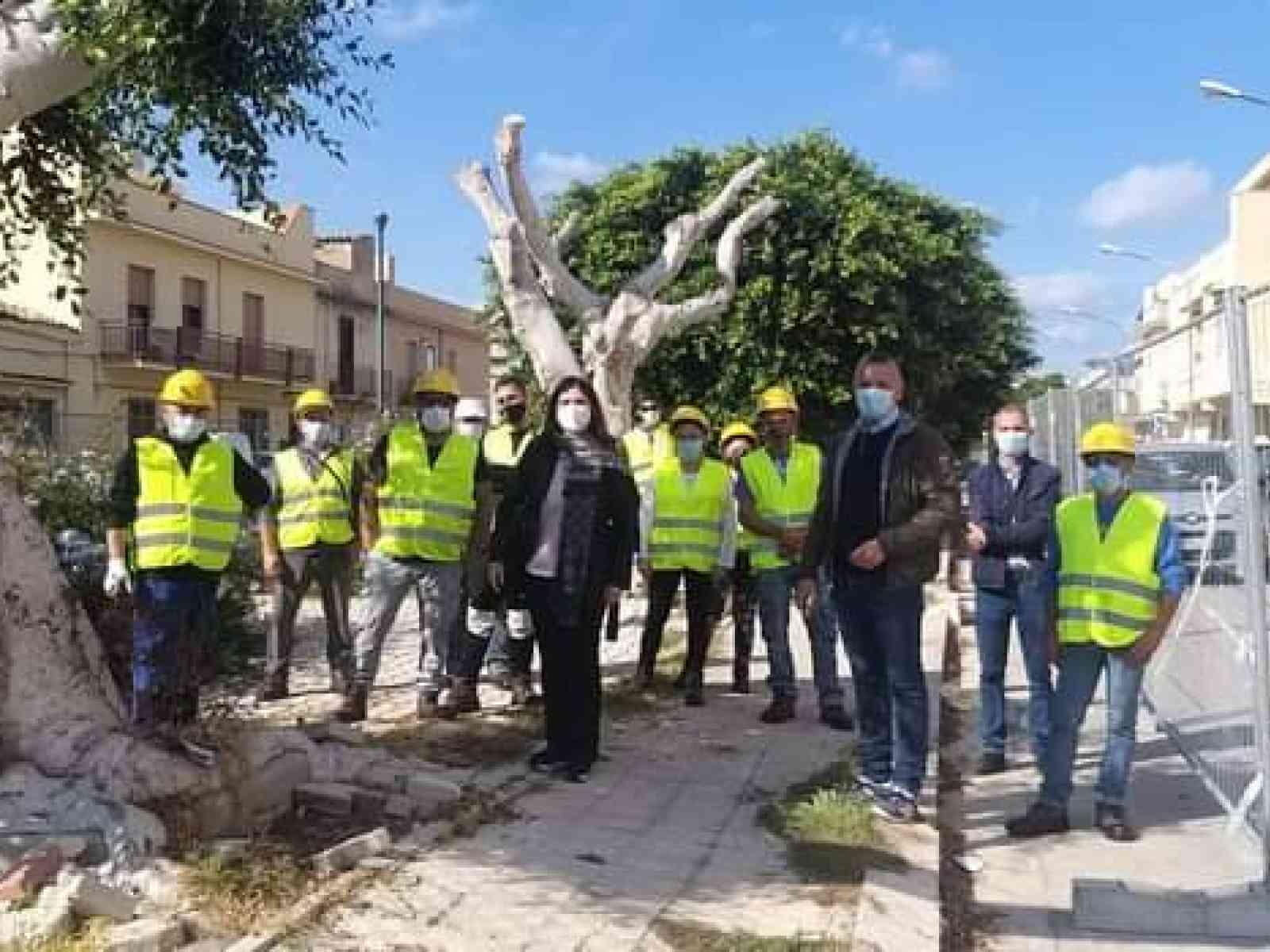 Immagine articolo: Menfi, cantieri scuola al via. Sarà sistemata la pavimentazione di un piazzale.
