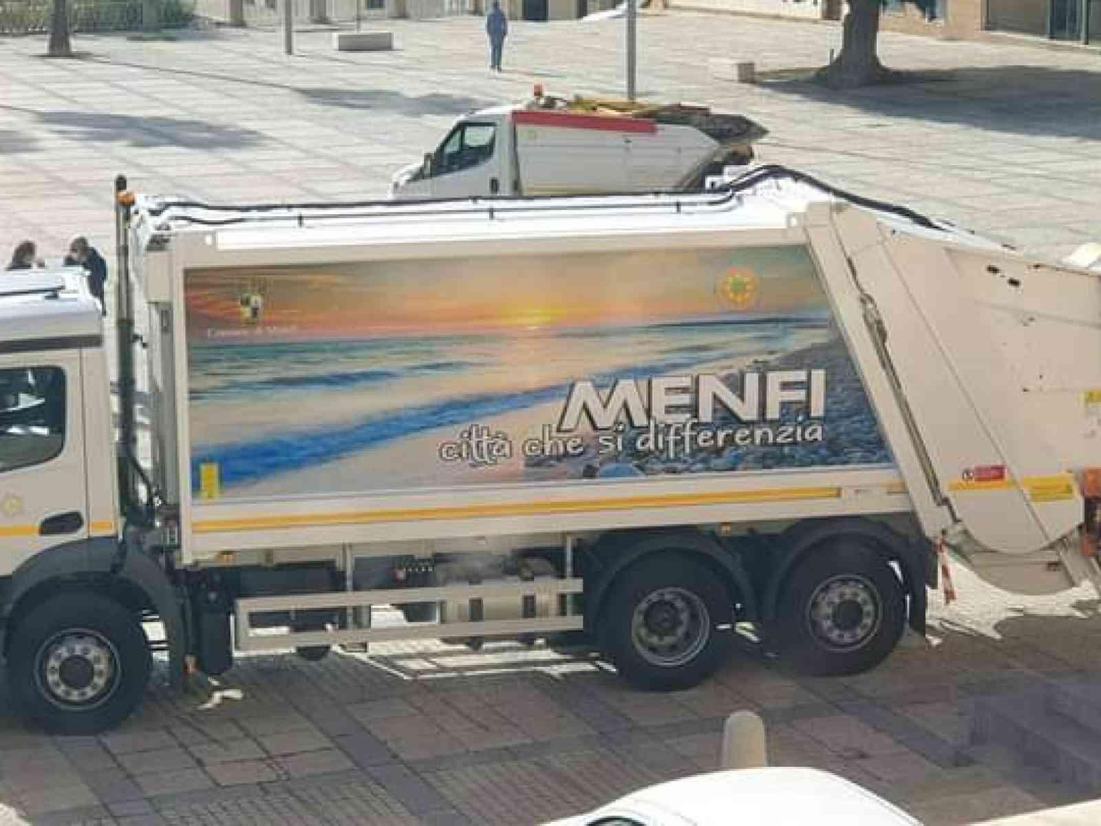 Immagine articolo: Menfi potenzia la flotta dei mezzi per la raccolta rifiuti. Adesso sono mezzi di proprietà. La soddisfazione dell'Amministrazione.