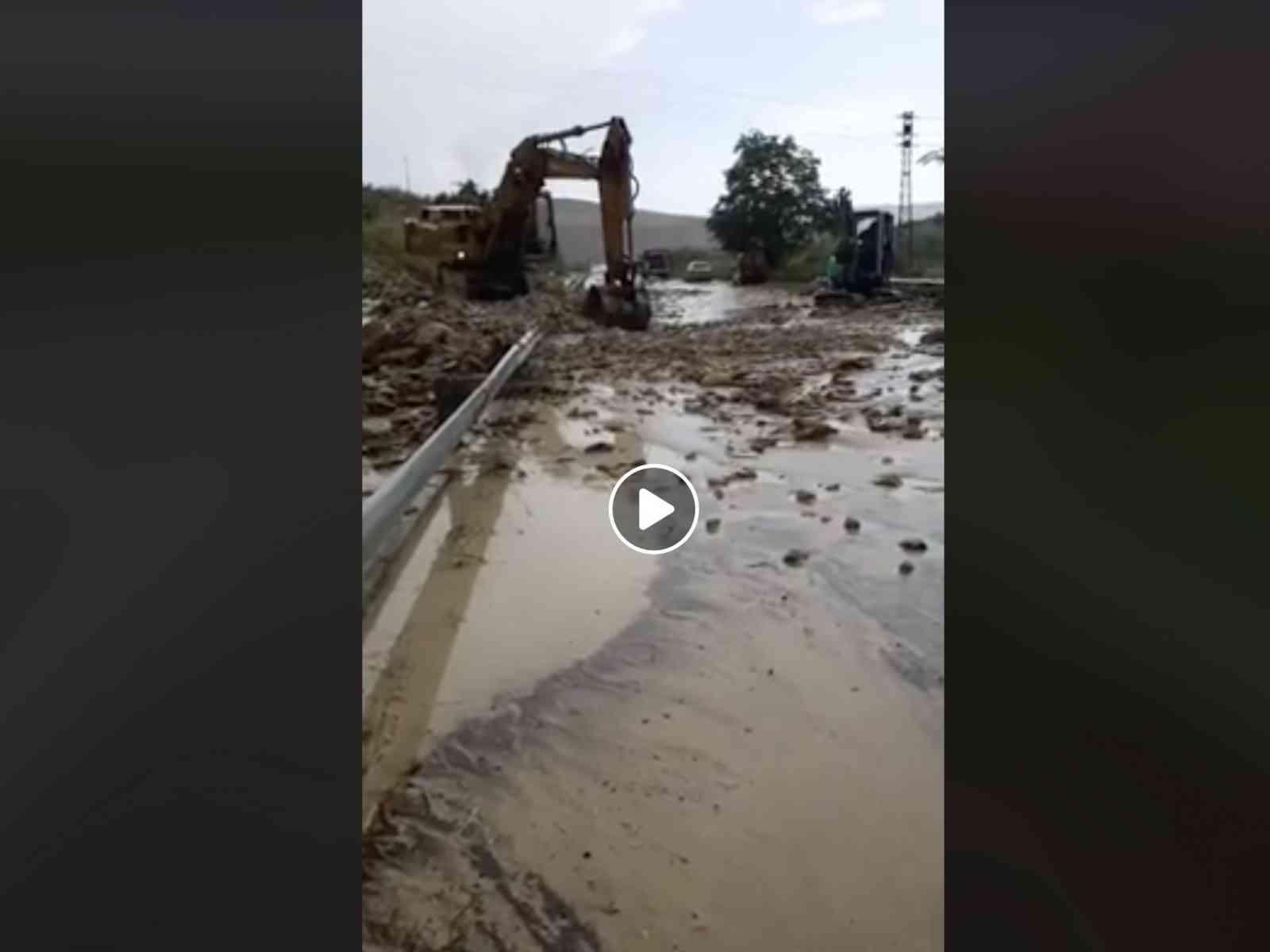 """Immagine articolo: VIDEO La """"Fondovalle del Fango"""". Incolonnamenti sulla Palermo-Sciacca, intervengono le ruspe"""