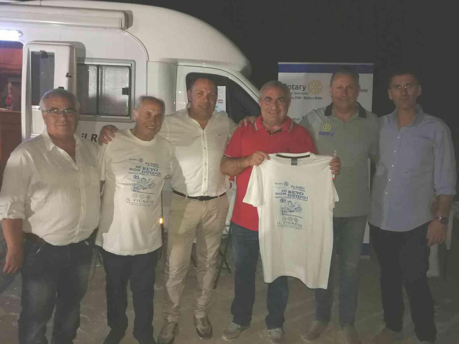 Immagine articolo: Menfi. Distribuiti numerosi etilometri dal Camper del Rotary contro l'alcolismo