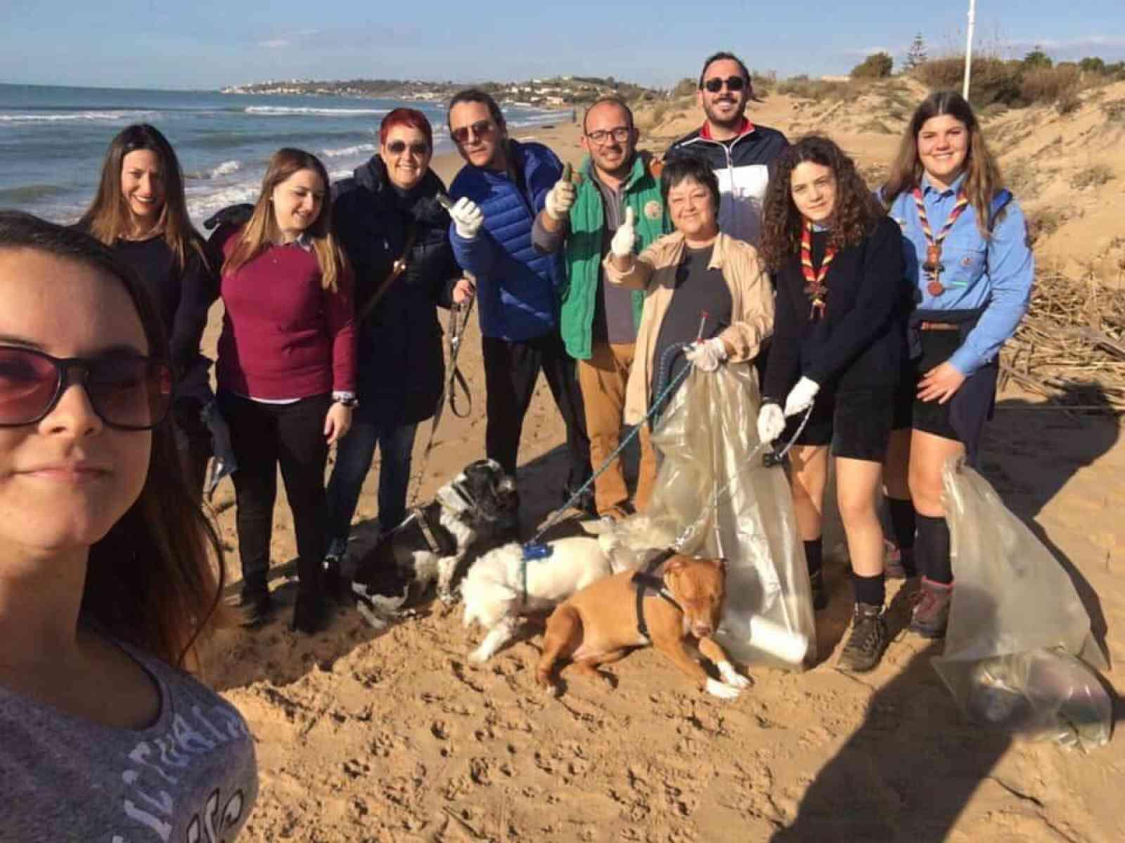"""Immagine articolo: Iniziativa """"Spiagge Plastic Free"""" tra Menfi, Sciacca ed Agrigento. Volontari in campo per liberare la costa dalla plastica"""