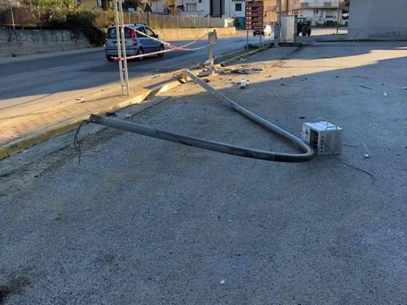 Immagine articolo: S.Margherita, autista perde il controllo e va a finire fuori strada in via San Francesco