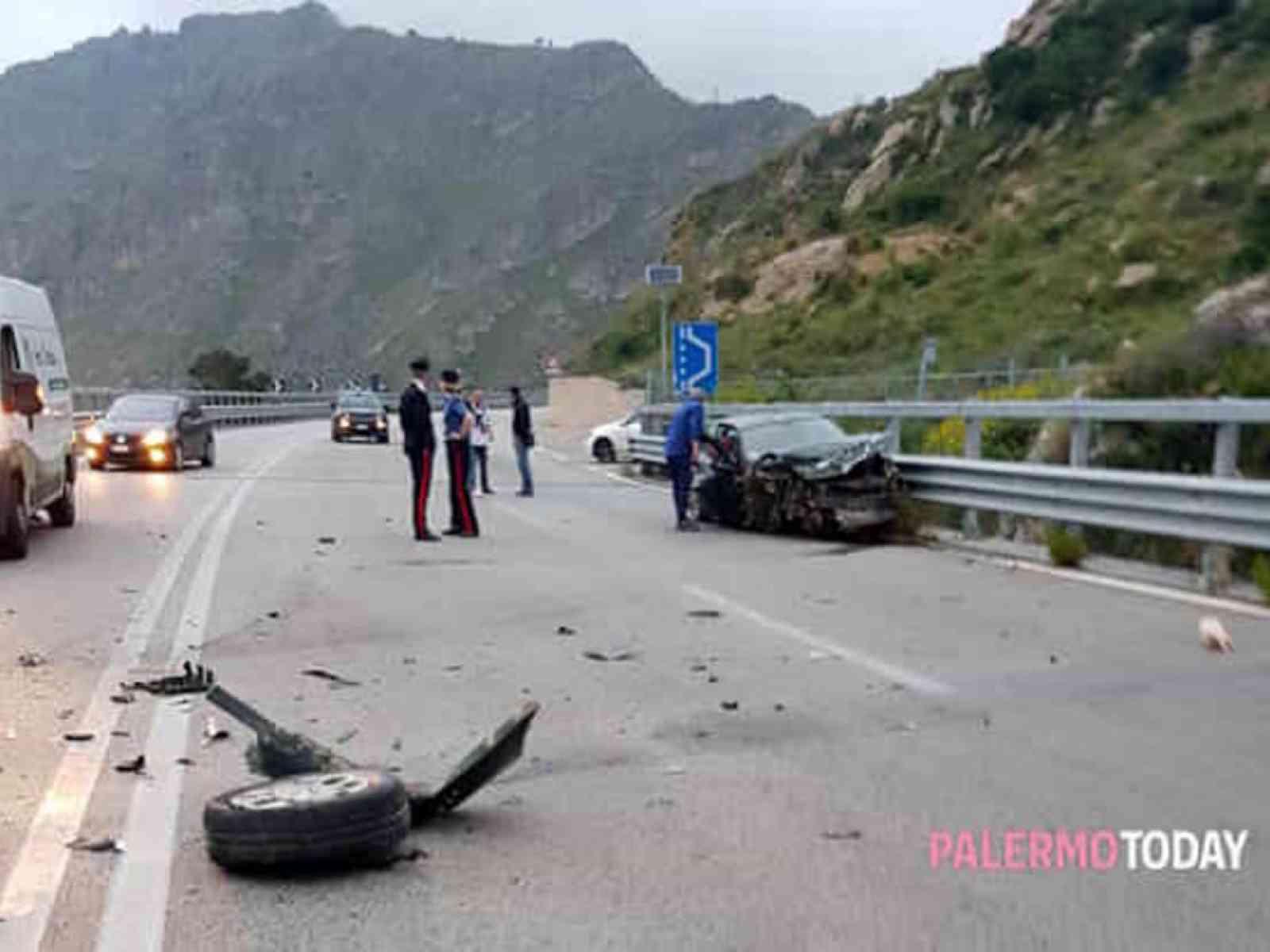 """Immagine articolo: Incidente sulla """"Fondovalle"""" Palermo - Sciacca. Auto sbanda e ribalta. Coinvolto un montevaghese"""