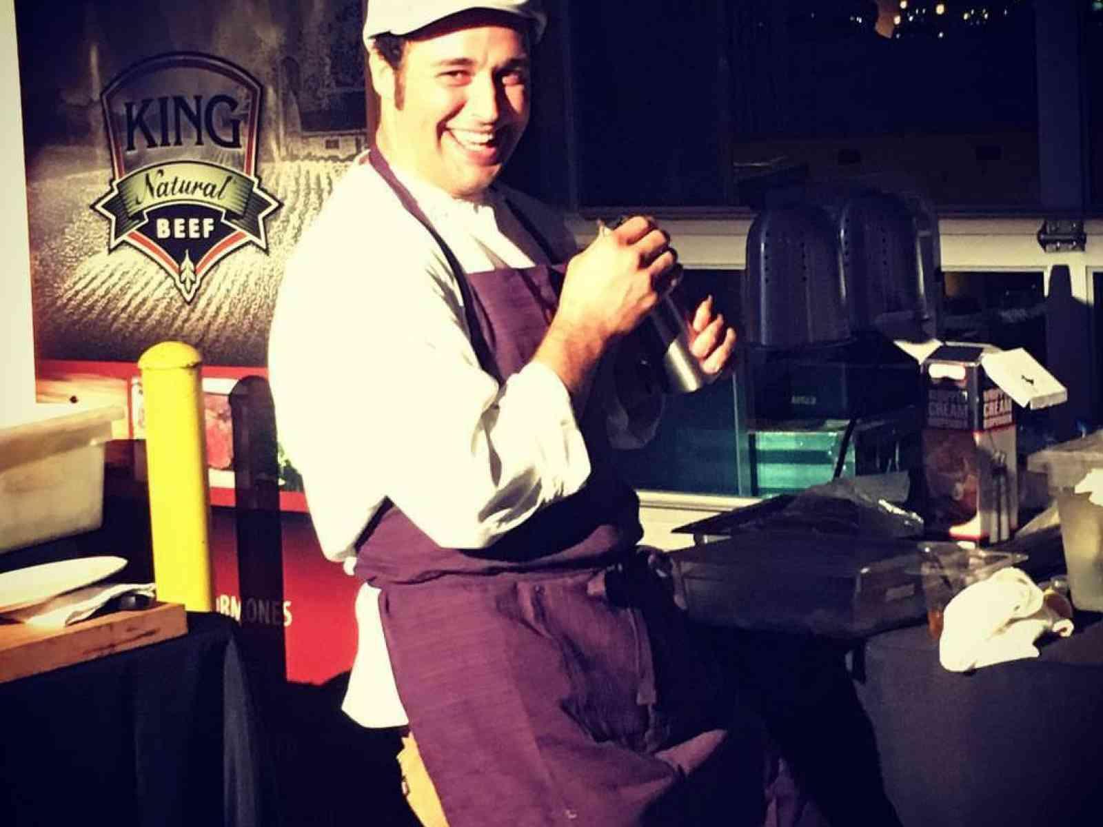Immagine articolo: Da Menfi alla California cucinando per Barack Obama, Leonardo di Caprio e non solo. Quando la cucina è talento e tradizione. Intervista a Accursio Lota'