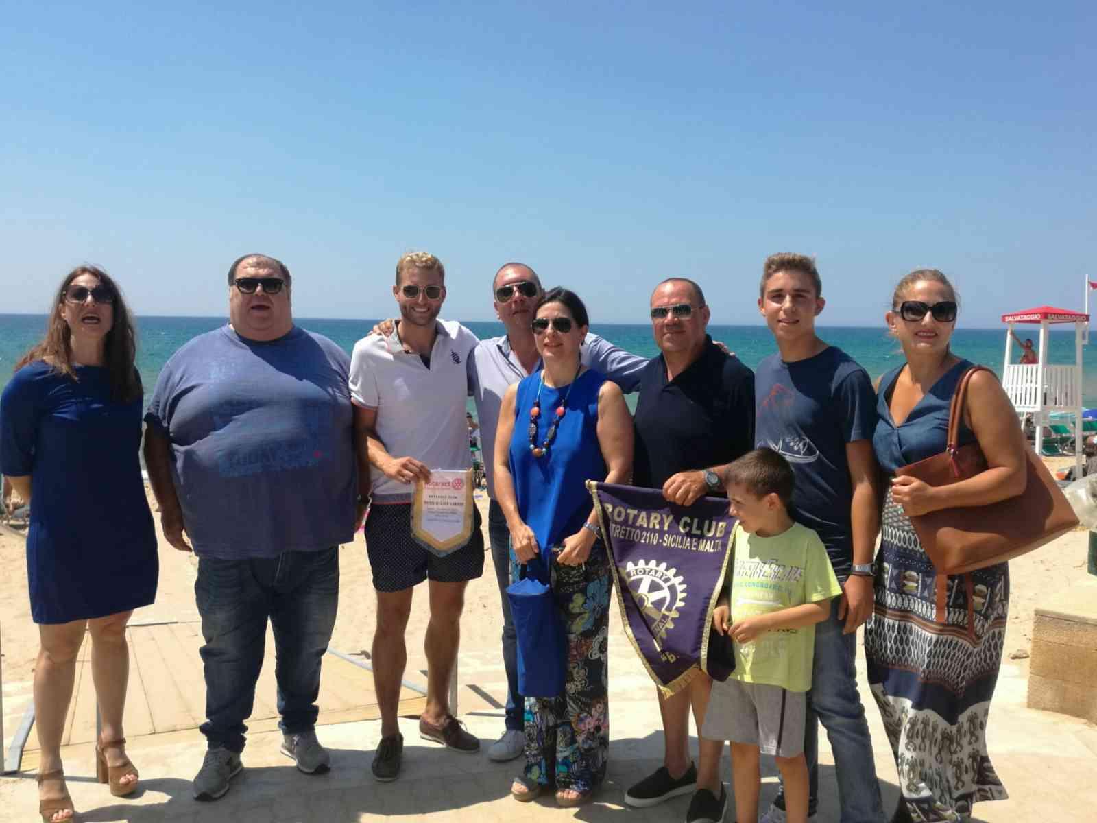 """Immagine articolo: Menfi. """"Un mare sicuro"""", il Rotary regala uno scivolo per l'accesso dei disabili in spiaggia"""