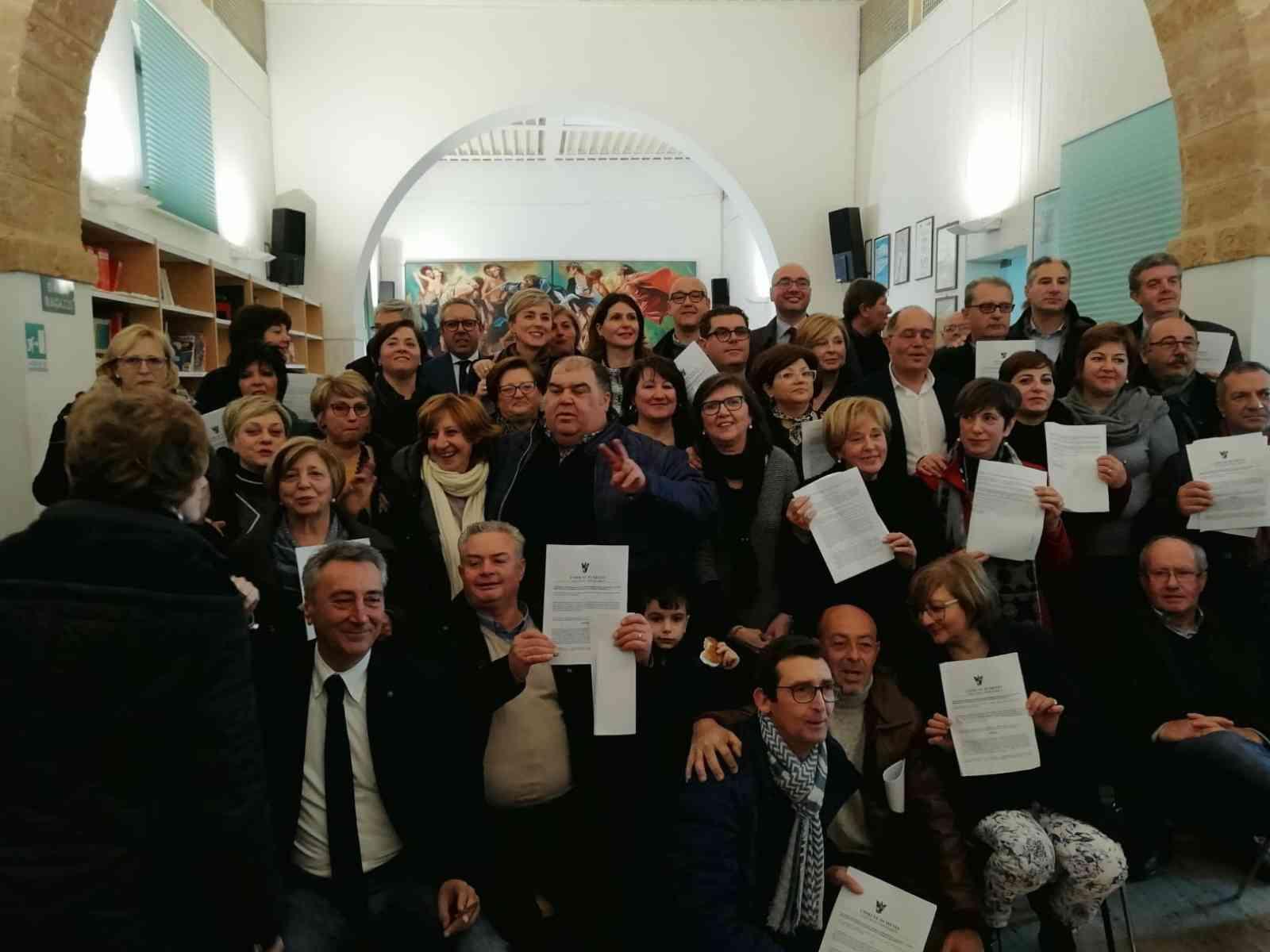 Immagine articolo: Menfi, dopo tanti anni di precariato stabilizzati i 31 lavoratori del Comune. Ieri la cerimonia alla presenza del Sindaco