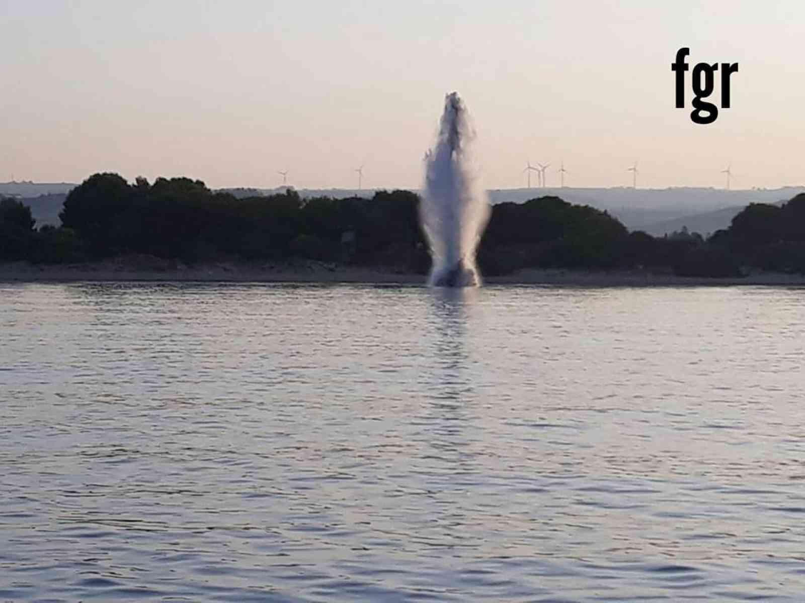 Immagine articolo: Lido Fiori , artificieri disinnescano una mina anticarro presente in mare.  Intervenuti i sommozzatori del gruppo SDAI della Marina Militare
