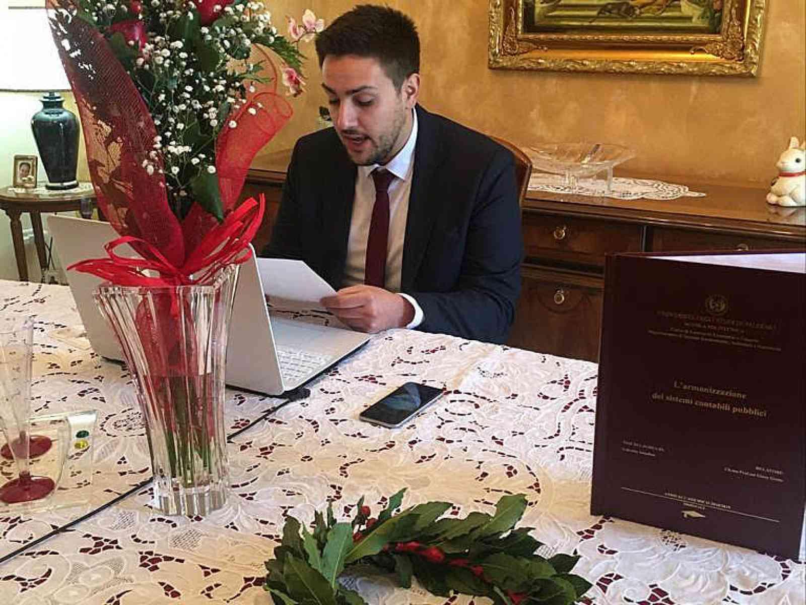 """Immagine articolo: Da Montevago a Palermo. Discussione """"virtuale"""" della tesi in Economia per Gabriele Saladino. """"Festa"""" via Skype con amici e parenti"""