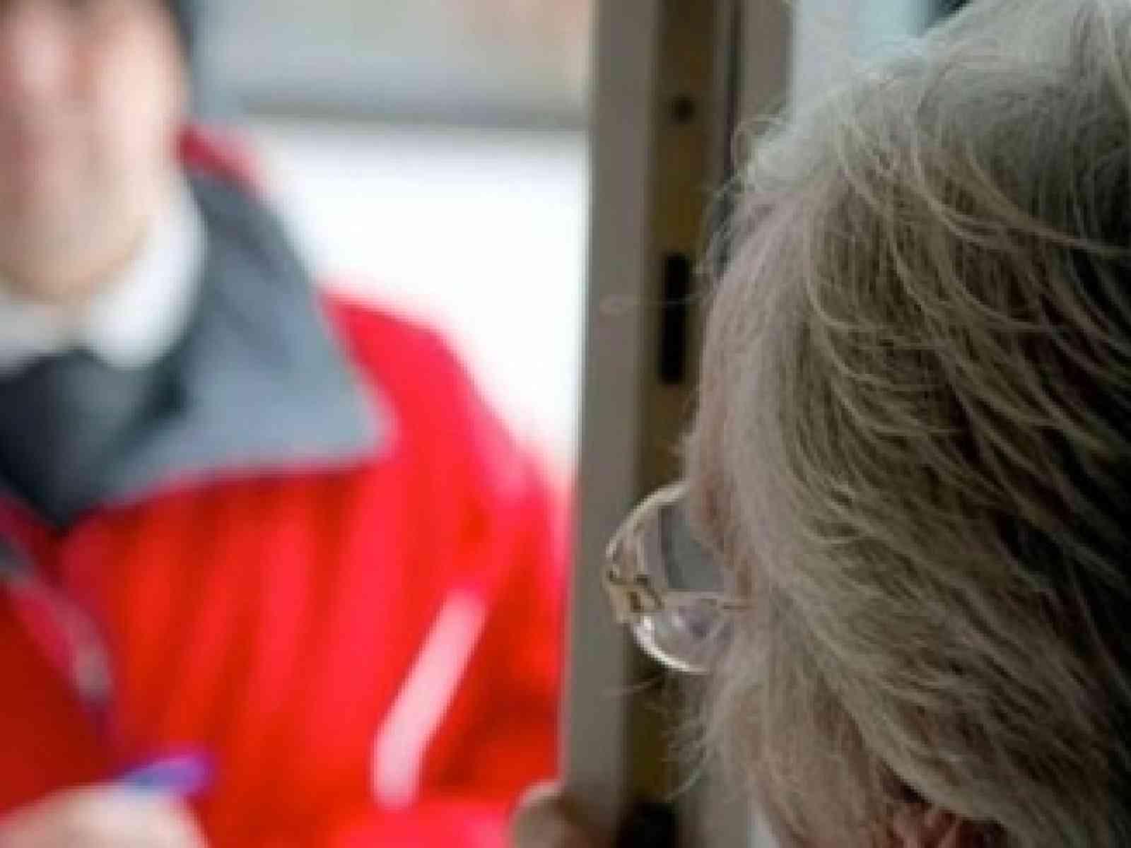 """Immagine articolo: Vendeva rilevatori di gas """"obbligatori"""", 80enne smaschera truffatore"""