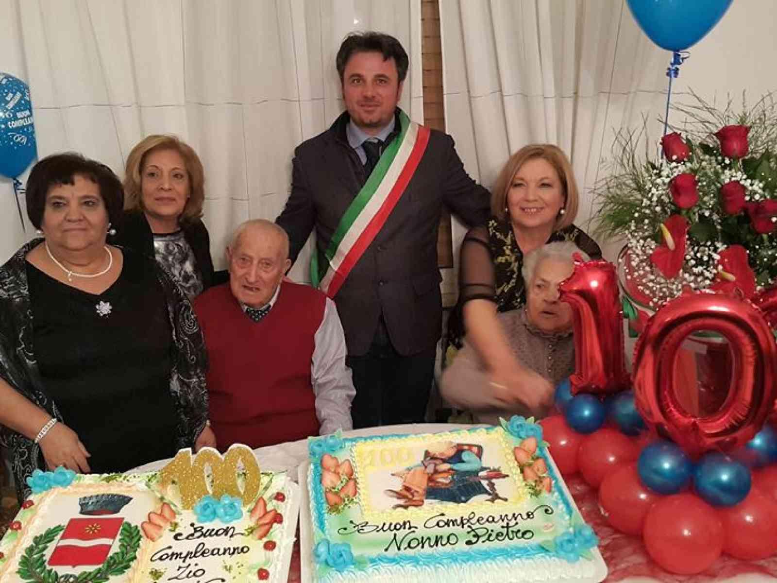 Immagine articolo: Santa Margherita in festa per i 100 anni di nonno Pietro. Una vita tra campagna e famiglia