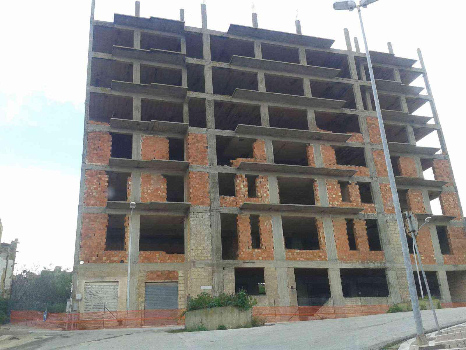 Immagine articolo: S. Margherita, aggiudicati i lavori per l'abbattimento di Palazzo Lombardo. Ecco chi effettuerà i lavori