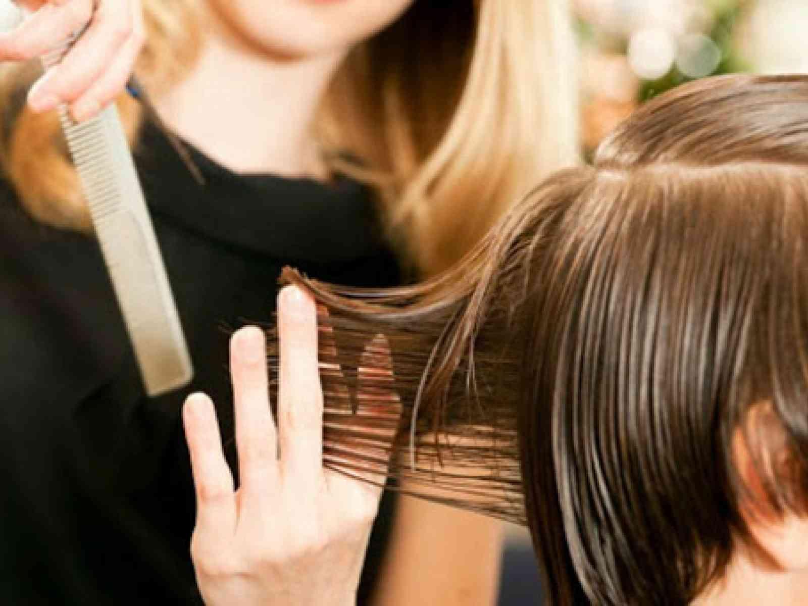 """Immagine articolo: Menfi, parrucchieri ed estetiste si scagliano contro gli abusivi: """"Si arricchiscono senza pagare tasse. Siamo indignati. Servono più controlli"""". Appello alle Istituzioni"""