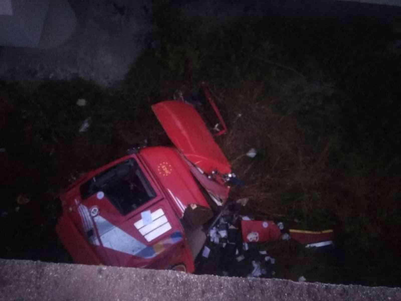 Immagine articolo: Tir precipita giù dal viadotto sulla A29 Palermo - Mazara. Tratto Autostrada chiuso fino alle 12