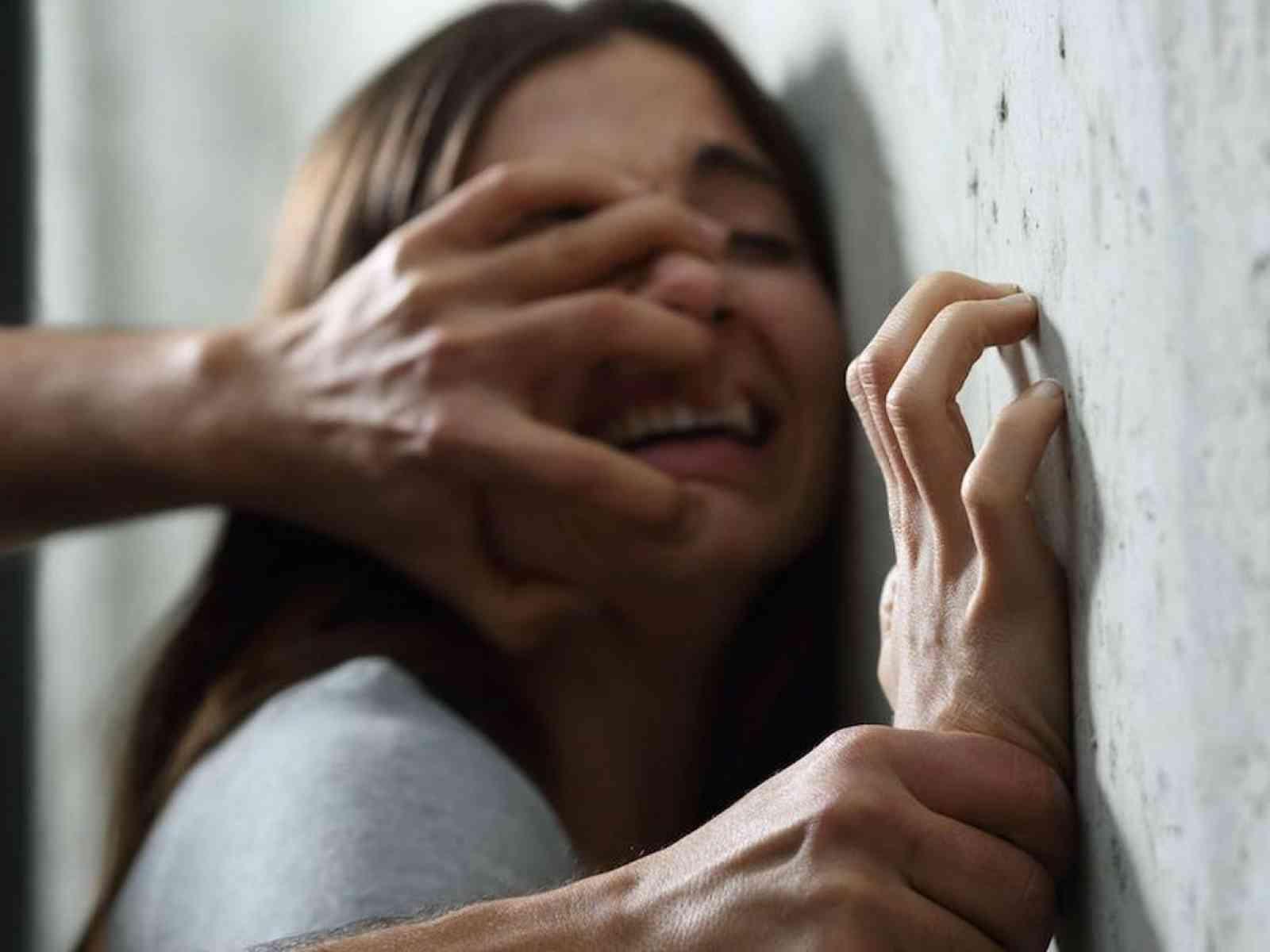 Immagine articolo: Favara, violentava la figlia davanti ai 3 nipoti: rinviato a giudizio un netturbino 50enne
