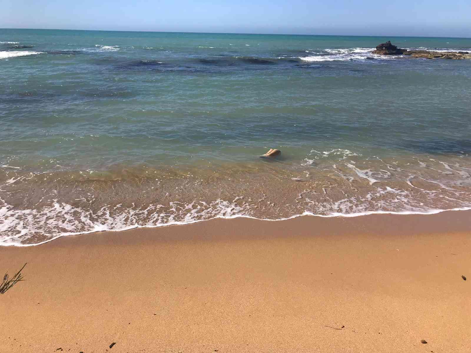 Immagine articolo: Menfi. Ritrovati due giubotti in mare da un giovane. Potrebbero appartenere a sfortunati migranti