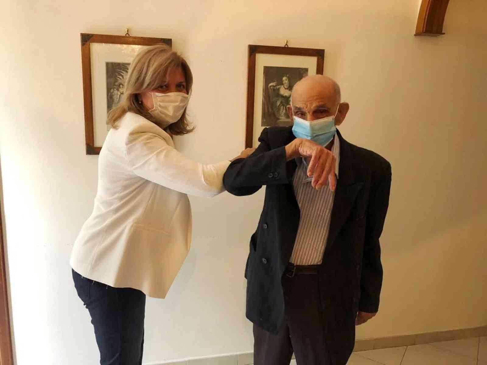 """Immagine articolo: Montevago, """"zio Ciccio"""" compie 103: gli auguri del sindaco e dell'amministrazione"""